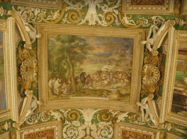 affreschi e decori sulle volte delle gallerie ai musei vaticani