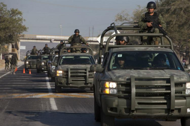 Emboscada a convoy militar deja 3 civiles y varios soldados muertos en Badiraguato