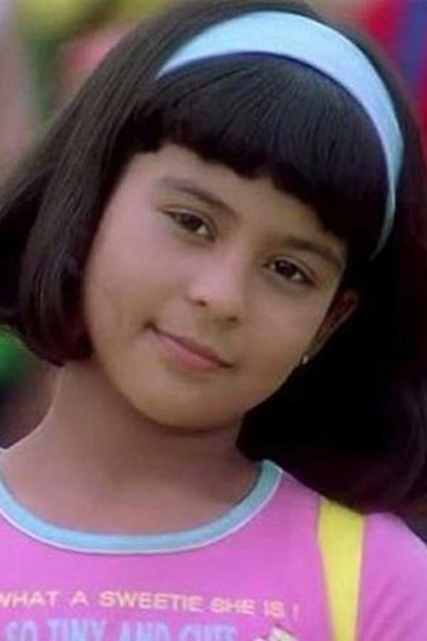 I Am Happy Girl Wallpaper Indian Beauties Sana Saeed