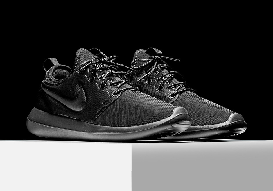 timeless design f81a9 e3591 Nike Roshe Two Triple Black