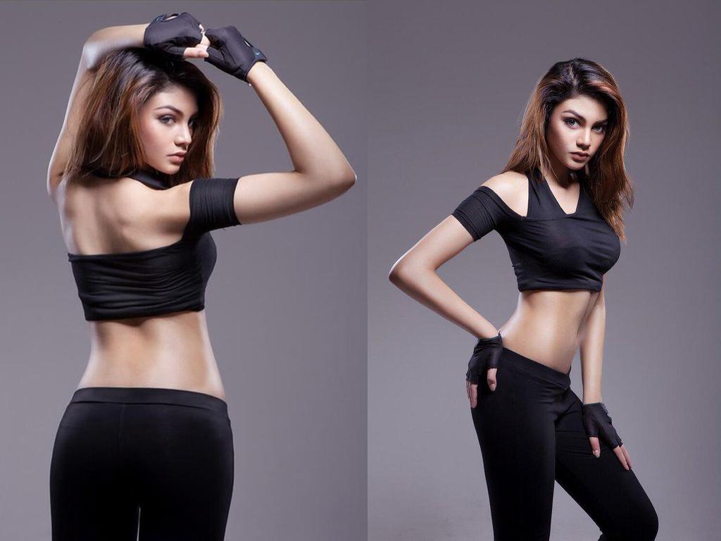 Jihane Almira Chedid Model Cantik seksi punggung mulus indah pakai baju ketat