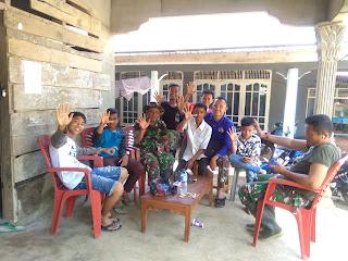 Isi Waktu Luang Anggota Satgas TMMD/N Ke-103 Kodim 0311/Pessel Sosialisasikan Perekrutan Calon Prajurit TNI