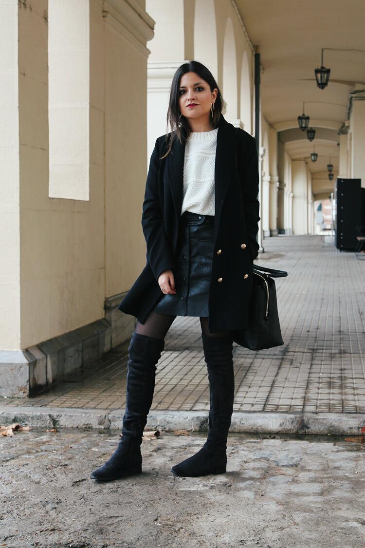 outfit-falda-de-cuero-botas-mosqueteras-blog-de-moda-leon