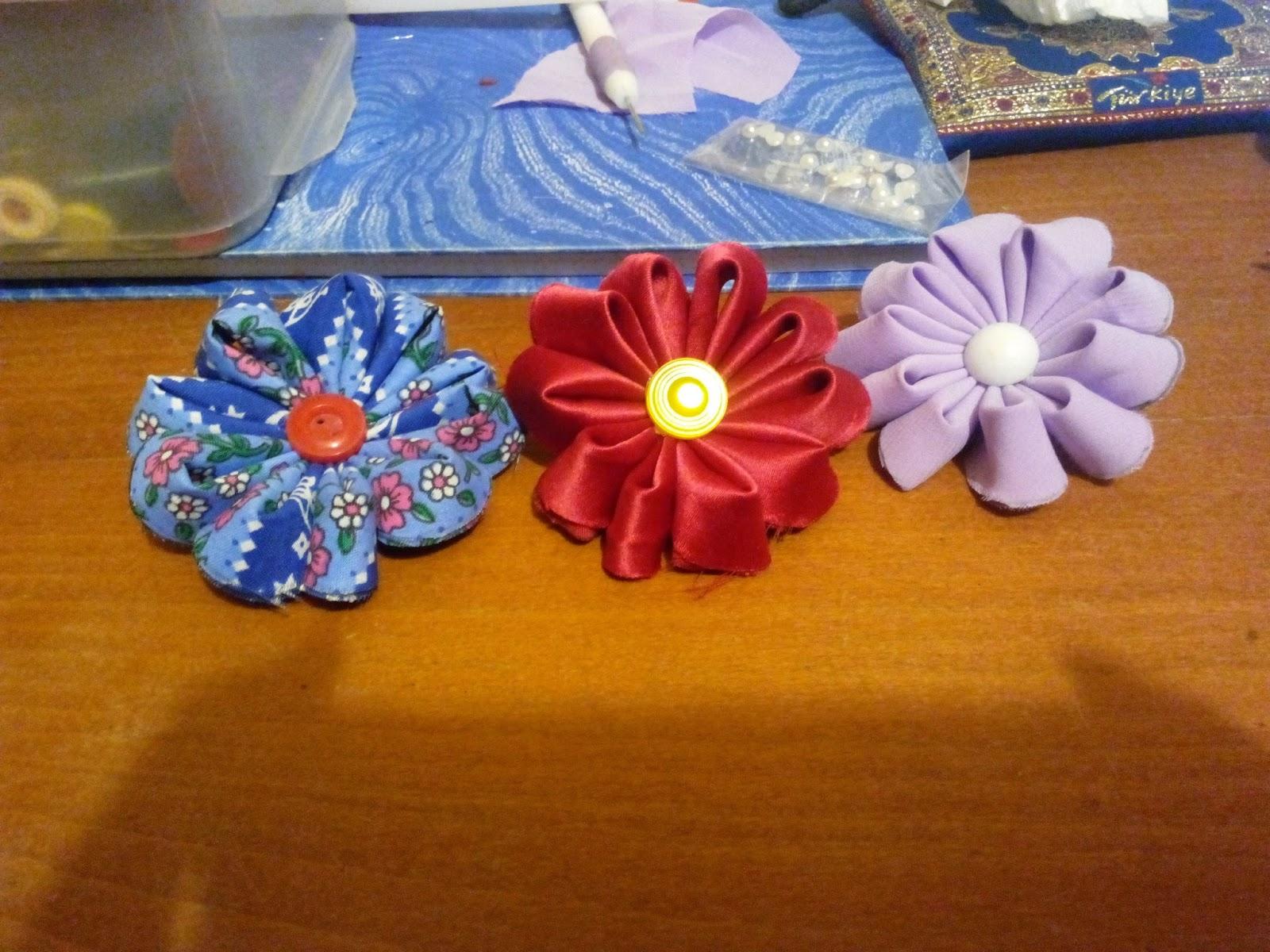 Brose martisor: flori textile