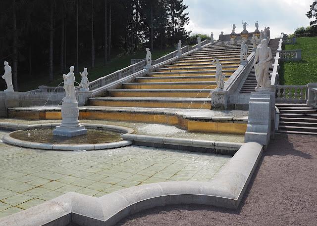Петергоф, каскад Золотая гора (Peterhof Cascade Golden Mountain)
