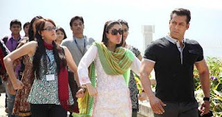 Kareena in Lucknowi Chikan Suit