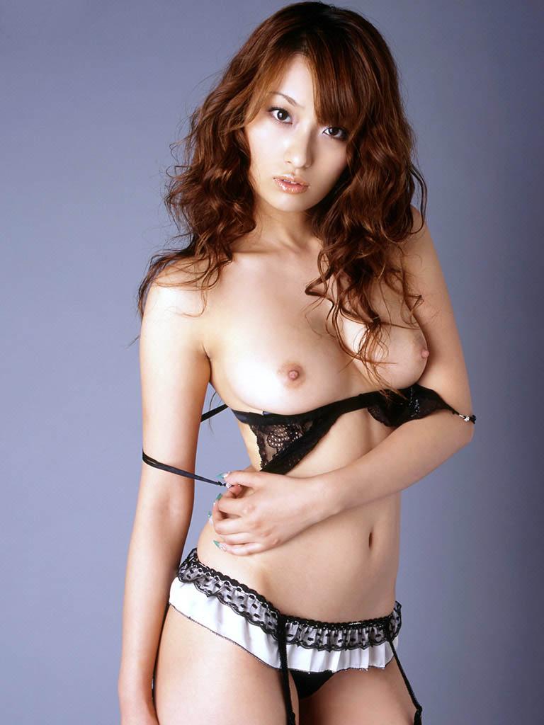 nao yoshizaki sexy topless pics 03
