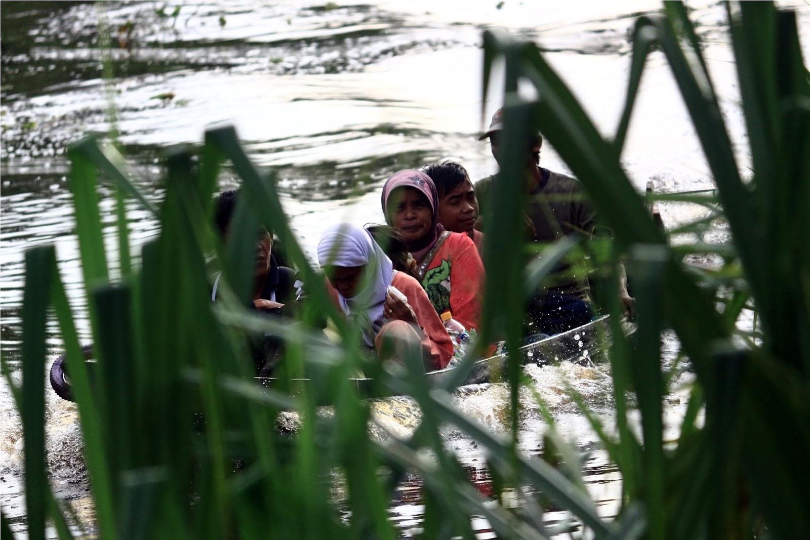Penduduk asli sekitar sungai Sekoyer