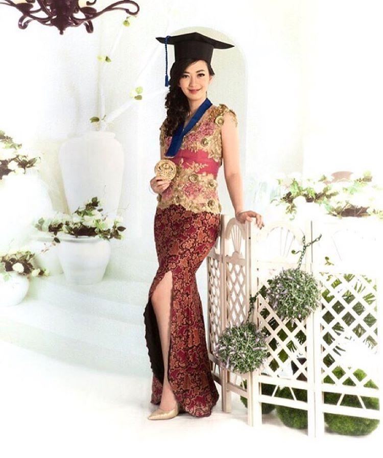 Model Kebaya Wisuda Lengan Pendek Simpel Dan Elegan