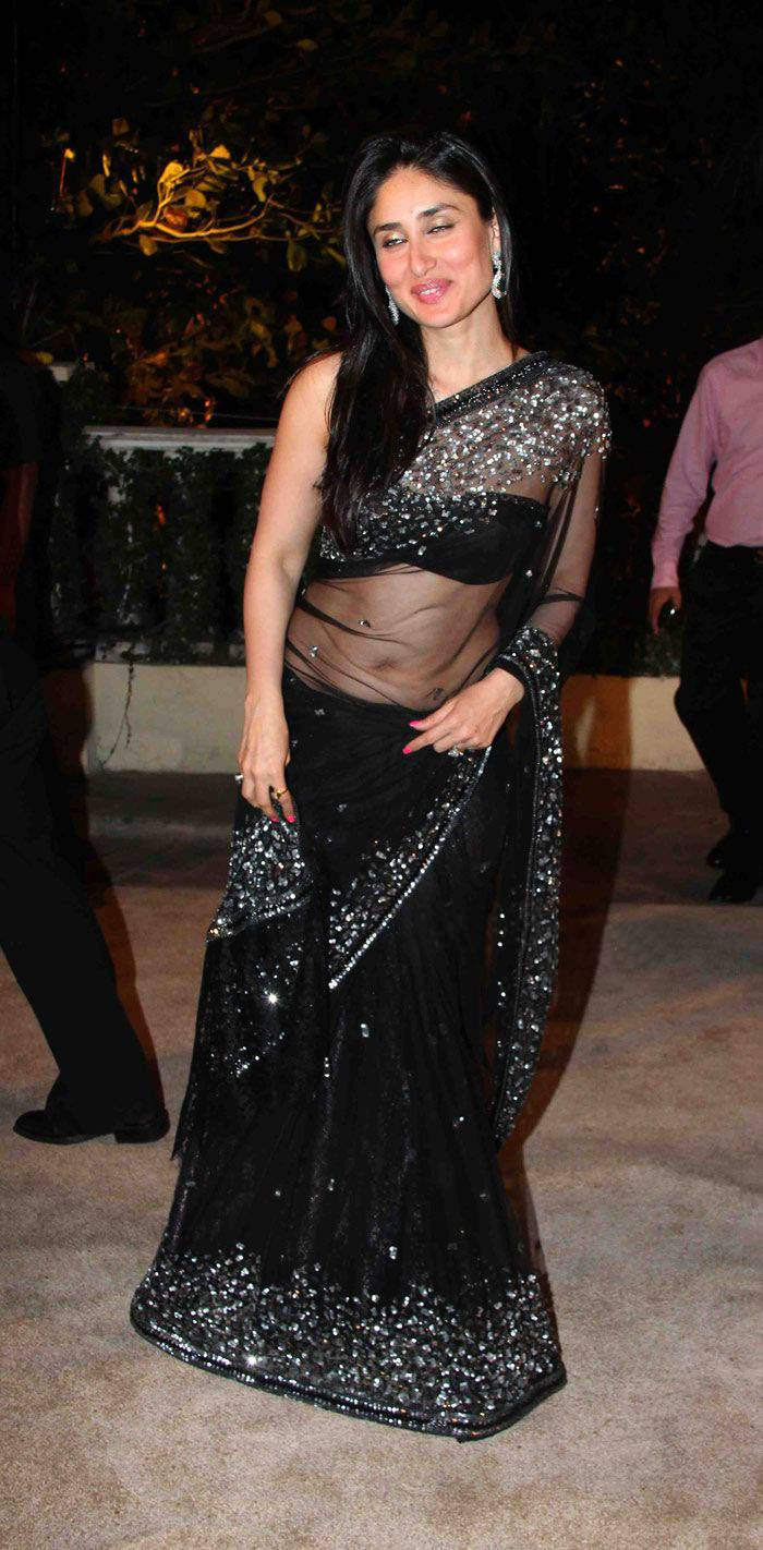 Kareena Kapoor Navel Show Photos In Black Saree