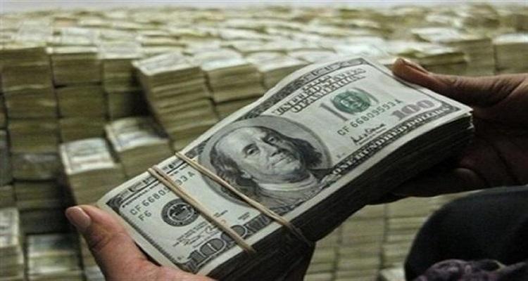 بعد تعويم الجنيه المصري .. الدولار يقفز ويصل إلى 16 جنيهًا ببعض البنوك