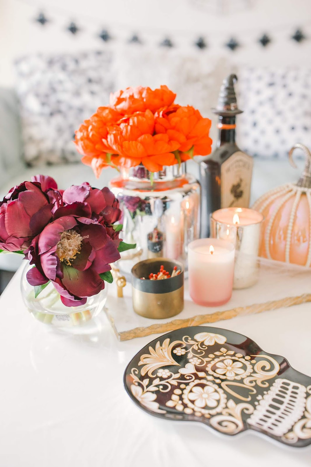 Bijuleni - How to Decorate Your Living Room for Halloween - Coffee Table Decor
