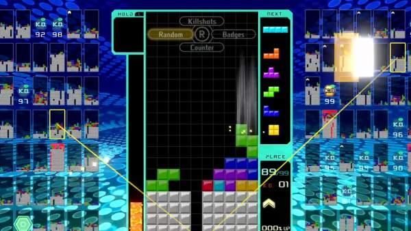 Pantalla de 'Tetris 99', con los rivales jugando en las minipantallas de los laterales de la principal