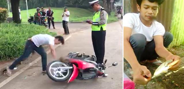 Giliran Video Adi Saputra Bakar STNK Usai Banting Motor Viral