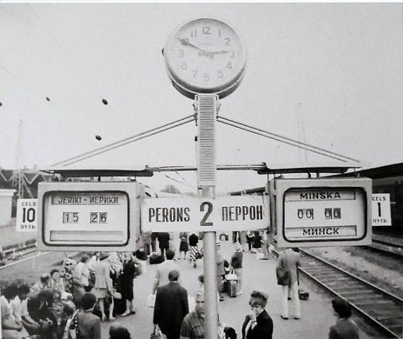 1970-е годы. Рига. Перрон центрального ж/д вокзала.