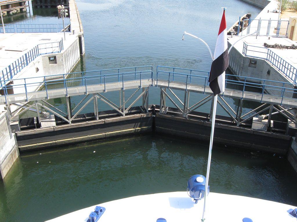 Eclusa de Esna no Rio Nilo no Egito