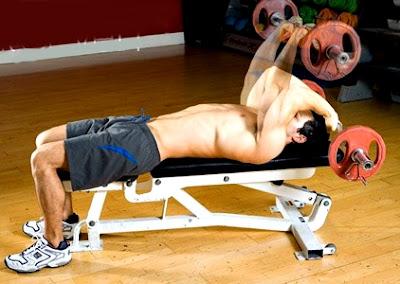 Tríceps acostado barra ejercicio hombre rutina pesas