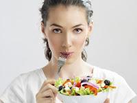 13 Makanan yang Tidak Dianjurkan Saat Menstruasi