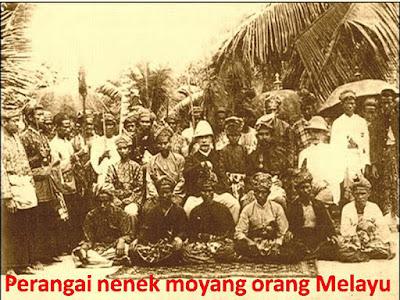 Sejarah Bangsa Melayu     Melemahnya Empayar Sri Wijaya akibat serangan Raja Chola ke Pusat Sri Wijaya di Kedah dari koromandel, akhirnya timbul Empayar baru yang mewarisi kota kota Sri Wijaya selepas jatuhnya kedah di serang Chola dan Maharaja Sri Sangrama Vijayatunggavarman yang bersemanyam di Kedah.(Inskripsi Tanjore). Kerajaan Melayu yang berpusat di Dharmasraya telah menjadi sebuah pusat baru gabungan negeri negeri bekas wilayah Sri Wijaya selepas jatuhnya kerajaan Sriwijaya pada 1025. Selepas serangan dari Rajendra raja Chola dari Koromandel, pihak berkuasa dinastiSailendra ke atas pulau-pulau Sumatera dan Semenanjung Melayu menjadi semakin lemah. Ramai bangsawan Sriwijaya yang melarikan diri ke pedalaman, terutama ke hulu sungai Batang Hari. Mereka kemudian bergabung dengan Kerajaan Melayu Tua yang sudah lebih dulu ada di daerah tersebut, Empayar yang di namakan Empayar Melayu yang bertukar pusat ke Dharmanisya dan Nama Melayu sebagai rakyat dan Bangsa Empayar Melayu. Sebagai waris Empayar Sri Wijaya. Setelah itu Pusat Empayar Melayu berpindah ke Melaka dan seterus nya ke Johor Riau Lingga. Jestru itu melayu adalah nama Empayar/kerajaan yang Meliputi Champa, Thailand, Indonesia dan Malaysia di mana Dharmasraya mengambil pupuk pimpinan dari Kedah.  Sesetengah waktu kemudian datang dinasti baru yang mengambil alih