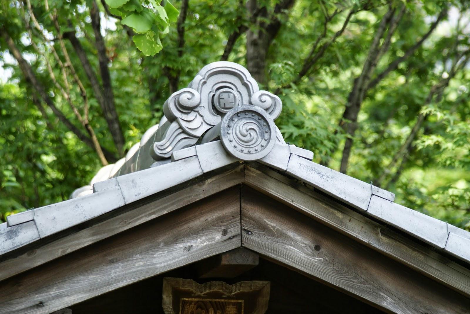 tuile décorée japonaise