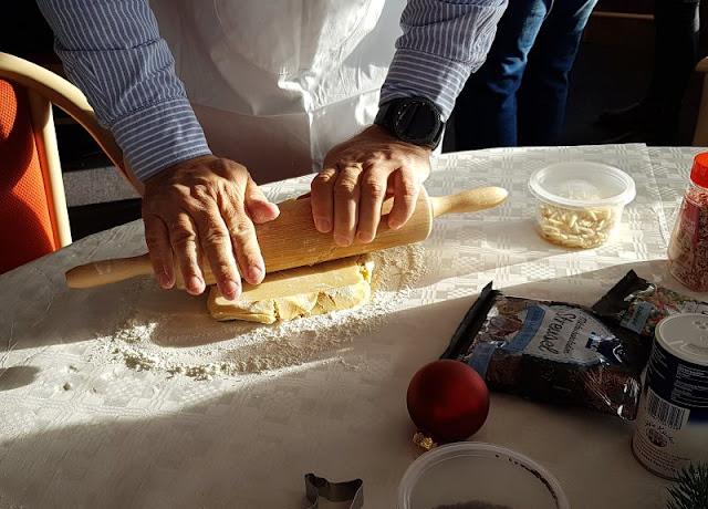 Weihnachtliches Backen auf der Ostsee: Ein Rezept für dänische Mürbeteig-Zitronen-Plätzchen. Auf der Fähre nach Dänemark backen wir leckere Plätzchen.
