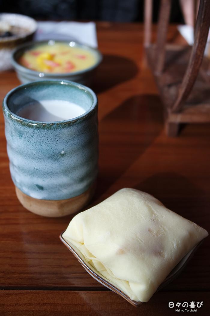 Coussin de crêpe à la mangue et panna cotta noix de coco