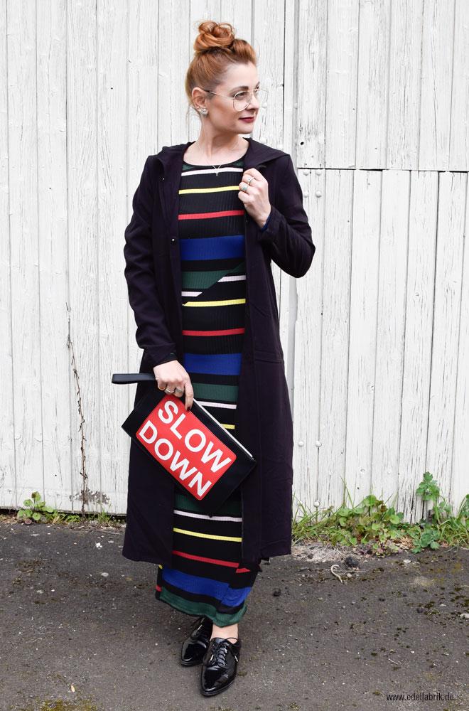 langer Mantel und langes Kleid zusammen tragen