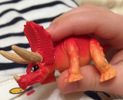 Динозавр трицератопс Fizz N Surprise Dinosaur