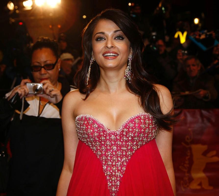 aishwarya rai sexy cleavage pics 04