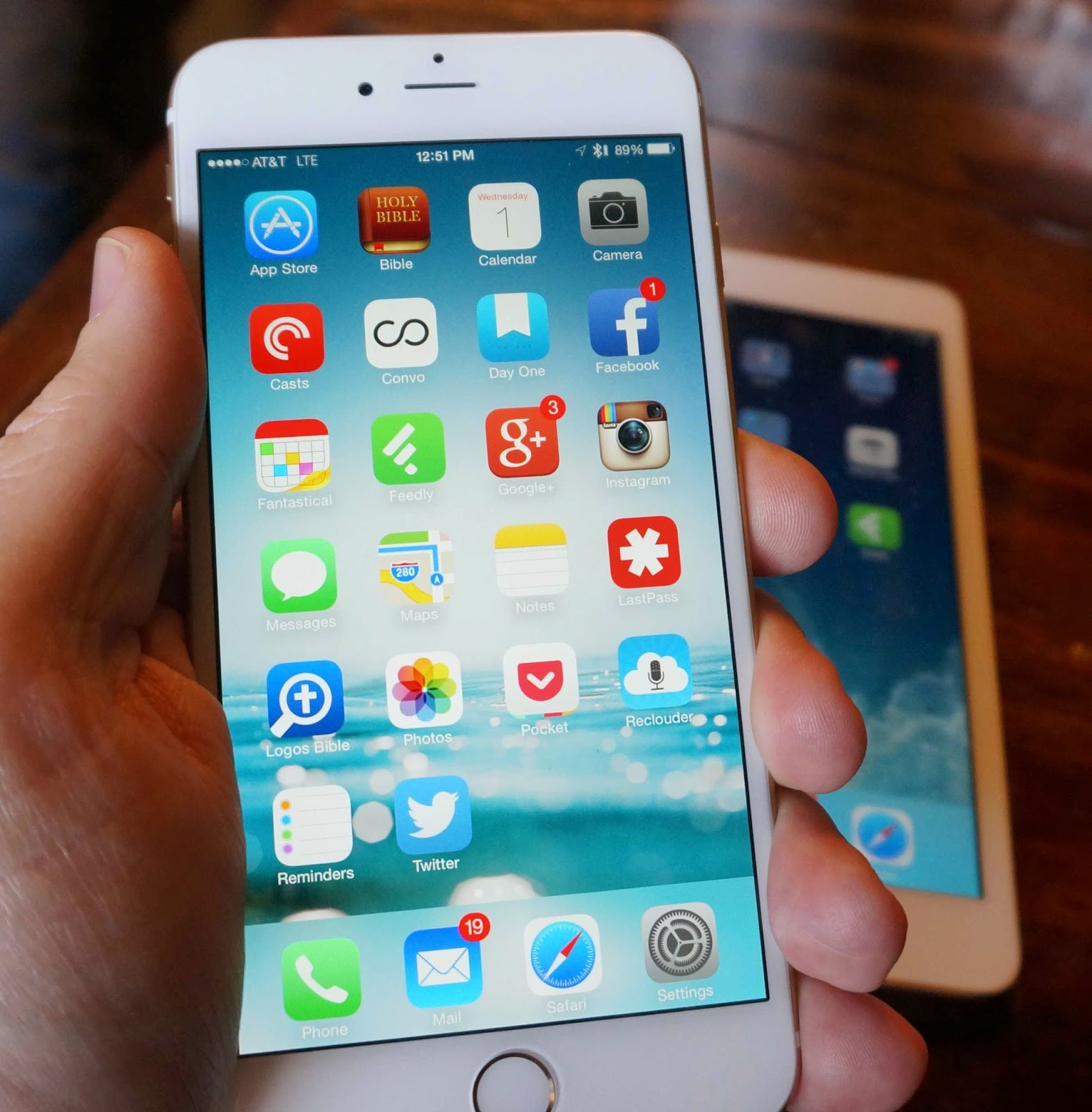 Apple Releases iOS 8.1.2 [DIRECT LINKS and Changelog]