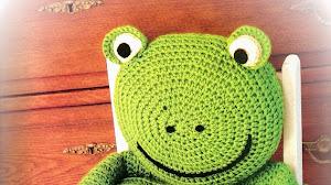 Simpático almohadón y asiento *Rana* para niños al crochet