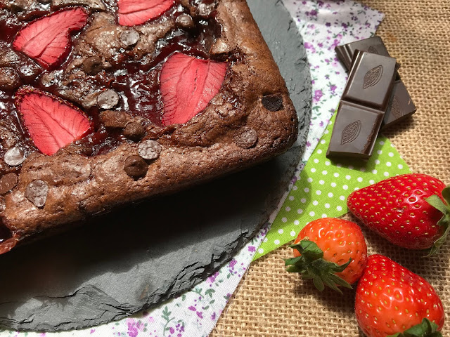 brownie de chocolate con fresa receta