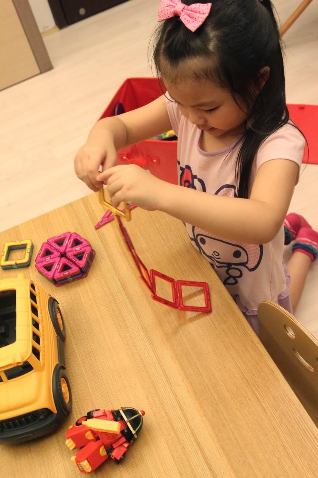 莎莎醬: 【育兒】最近玩什麼?姊弟瘋Magformers 磁性建構片
