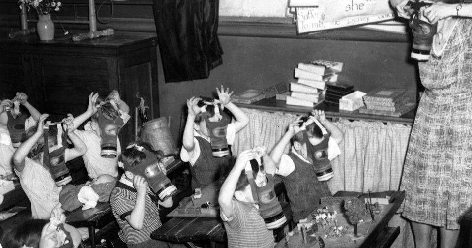 Old Snapshots Of British Schoolchildren During World War