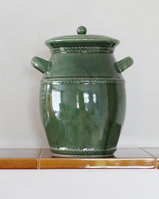 gliniane naczynie do ogórków małosolnych