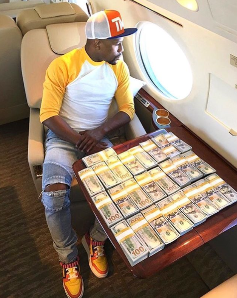 Photo: Floyd Mayweather Shows Off $100 Bills On His Private Jet Ahead Of Conor McGregor Mega Fight