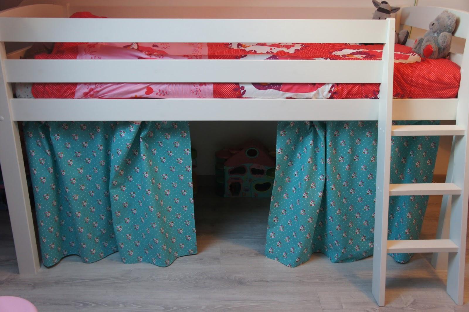 les trucs et bidules de ga lle tente de lit pour la chambre de zo. Black Bedroom Furniture Sets. Home Design Ideas