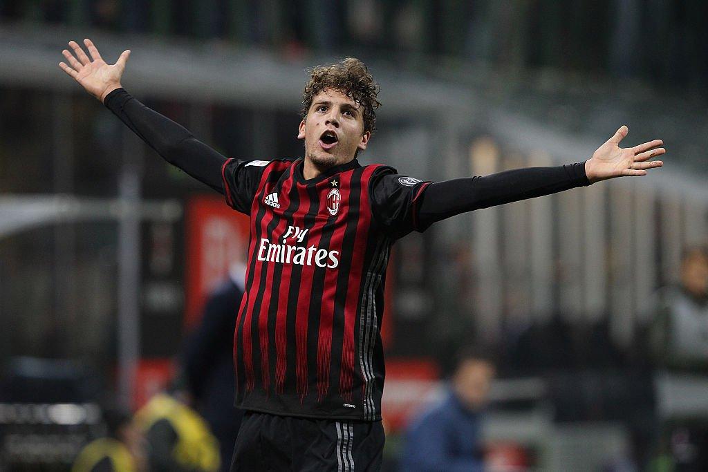 59b8731e4a755 Idade: 19 anos (8 de janeiro de 1998) Posição: meia central. Jogos  (minutos): 25 (1819) Clube: Milan