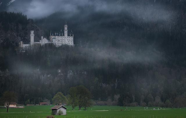 khung cảnh sáng sớm tại lâu đài Neuschwanstein