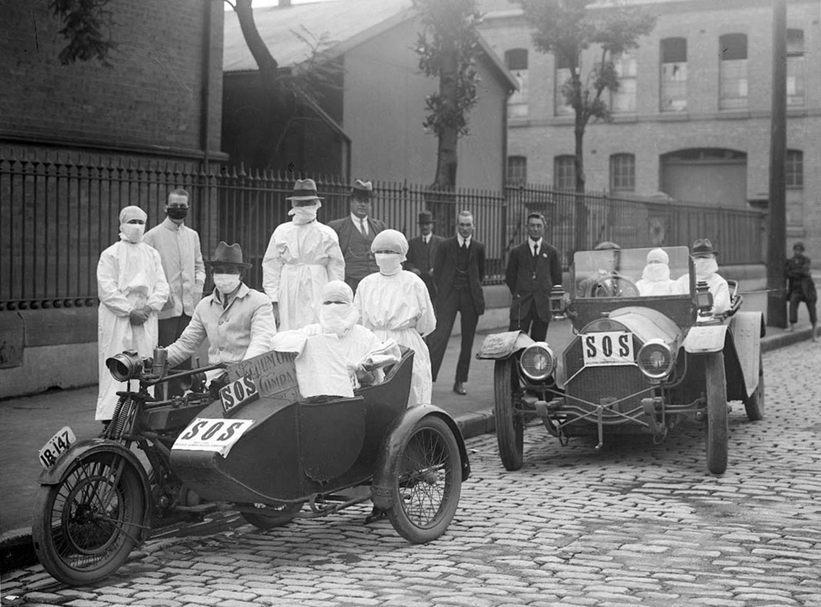 Nurses leaving Blackfriars Depot, Chippendale NSW, Australia, during the flu epidemic, in April of 1919.