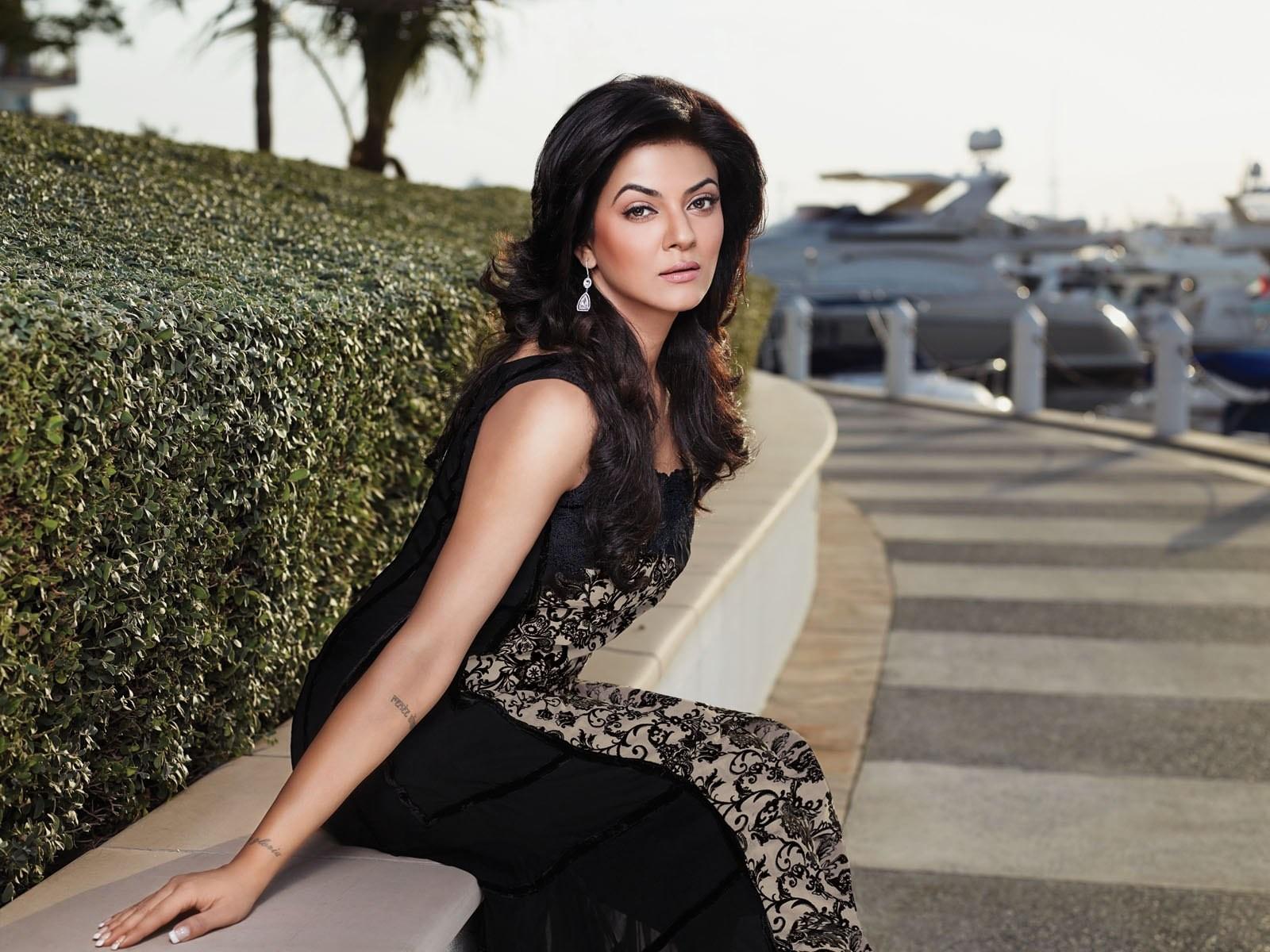 Rakhi 3d Name Wallpaper Bollywood Actress Hd Wallpapers Hollywood Actress Hd