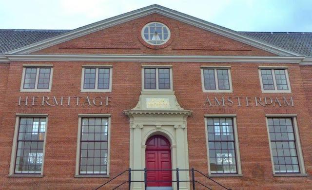 Edificio Amstelfhof Entrada del Hermitage Amsterdam