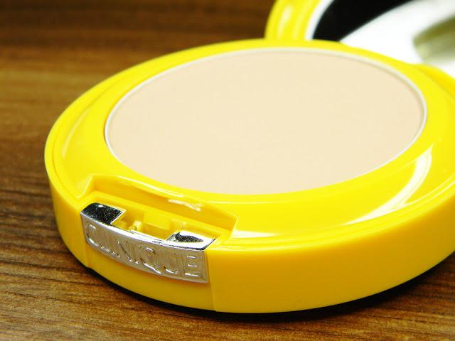 Clinique Puder przeciwsłoneczny do twarzy z filtrem SPF 30