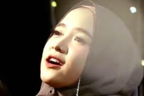 Lirik Deen Assalam Cover  Nisya Sabyan