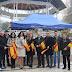 El PP entrega banderas de España en el mercadillo