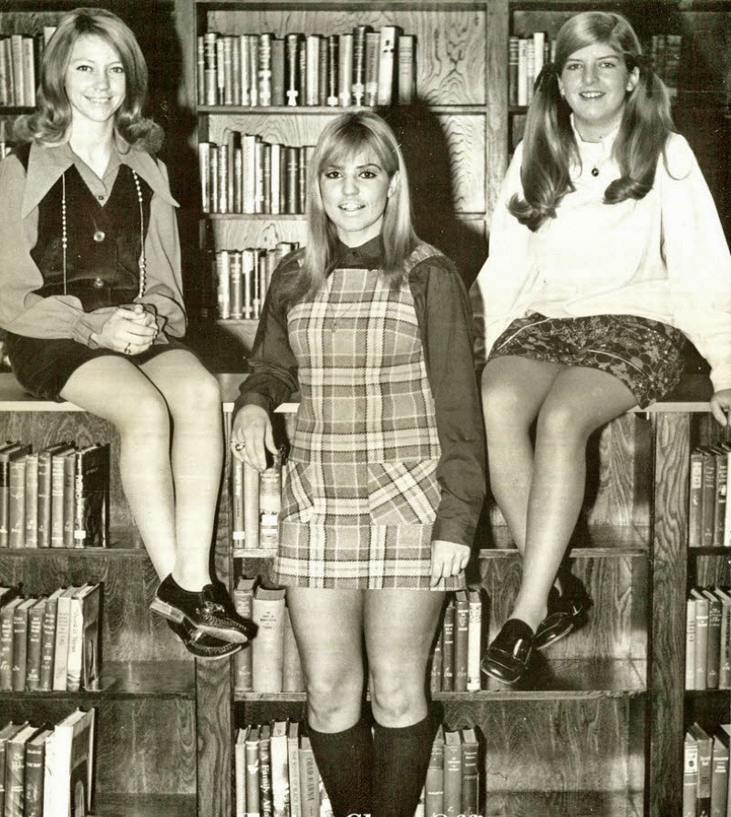 Retrospace: Mini Skirt Monday #209: Minis X 3