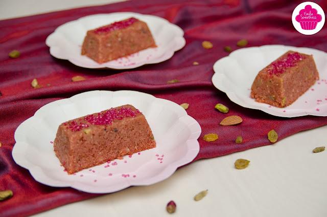 Halwa rose: Gateau de semoule aux raisins, pistaches, noix de cajou et amandes - Foodista Challenge #19