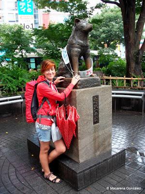 MONUMENTO AL PERRO HACHIKO. TOKIO, JAPÓN