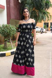 Sruthi Hariharan at Solo Tamil Movie Press Meet 10.jpg