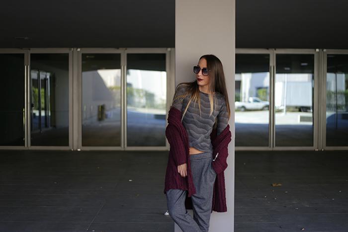 outfit grigio bordeaux